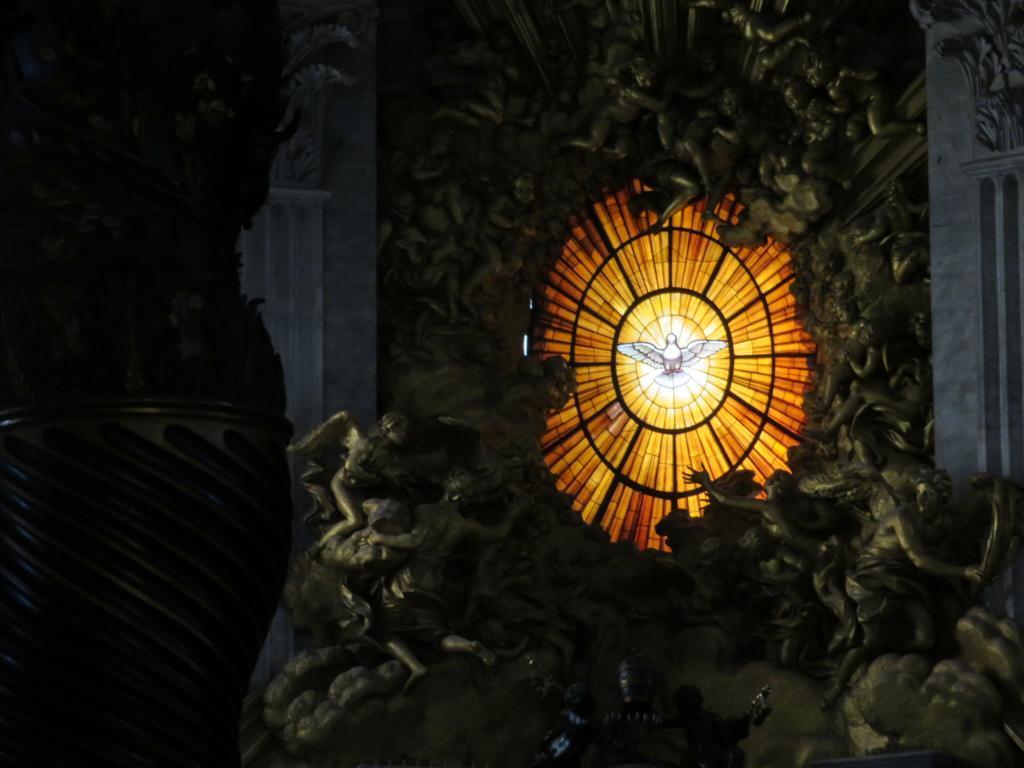 Em oração à espera do Paráclito: Vem Espírito Santo!